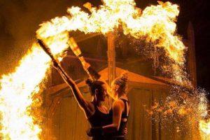 Anno 1290 – Feuershow des Duos LunaTix mit Annica